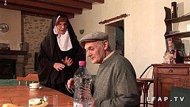 Une vieille nonne baisee...