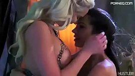 Daenerys Targaryen lesbian sex...