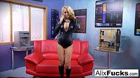Blonde babe Alix Lynx...