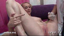 Belle cougar appelle SOS Sodomie pour une bonne exploration rectale video3gp