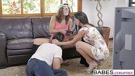 Babes - Step Mom Lessons - Jay Smooth and Alexa Tomas and Julia Roca - Gamer Daze santasporngirls
