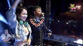DJ Trang Moon khoe v&uacute_ đ&ecirc_m giao thừa,thằng n&agrave_o đứng gần chạy nhanh ra đằng sau b&oacute_p