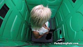 Porta Gloryhole Mature lady...