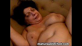 Mature slut gets fuck...