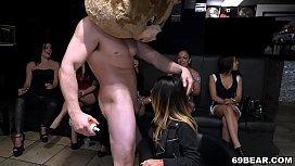 CFNM Party girls suck...