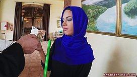 Arab Cleaning Lady Slowy Sucks Cock porolaba