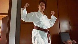 Raccolta video estremamente fetish di karate, pugni e calci per questa mamma sudata che vuole imparare 1 arte marziale