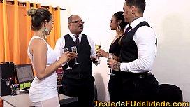 Suruba na festa de...