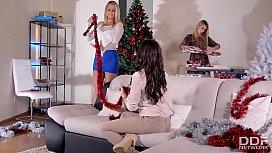 3 Glamour Lesbians Go...