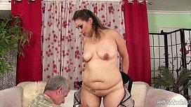 Sexy chubby girl gets...