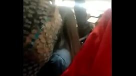Encoxando con la mano en el metro ktso zipset 13