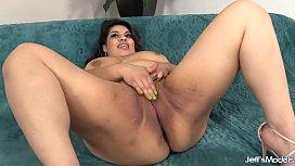 BBW Bella Bangz sucking...