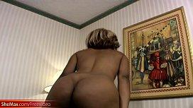 Ebony t-babe exposes...