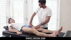 Handsome older masseur gets...