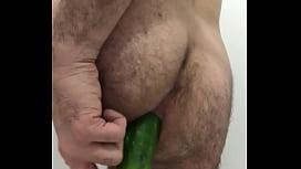 Saurontole follando con un pepino