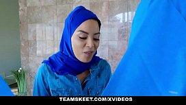 ExxxtraSmall - Hot Muslim Chick...