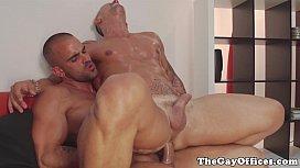 Καβλωμένοι gay φίλοι γαμιούνται παθιασμένα από τον κώλο