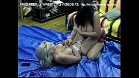 Old school catfight lesbian...