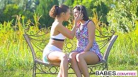 Babes Unleashed - Coco de...