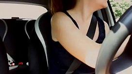 In macchina con una...