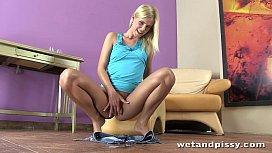 Blonde Noleta gives herself...