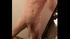섹시한 남자 솔로 남자 거대한 수탉 자위 섹시하고 큰 거시기