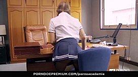PORNO ACADEMIE Curvy hot...
