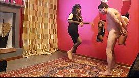 Ballbusting: Lady Agata prende...