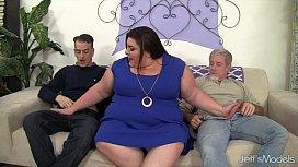 Horny, chubby Bella Bendz...
