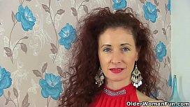 British milf Holly Kiss dildos her creamy cunny
