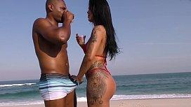 Shayene Samara fodeu com negão do pau grande na praia da Barra