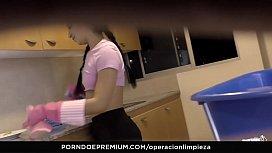 OPERACION LIMPIEZA - Beautiful maid...