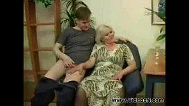 Incesto com coroa mãe fazendo sexo com filho