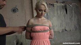 Blonde babe Lovita Fate...