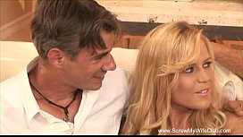 Blonde Housewife First Time Swinging ورعان عربي