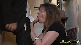 Chaude mature baise avec...