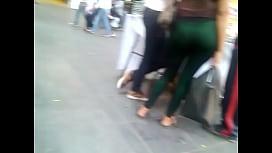 culona madura en la calle