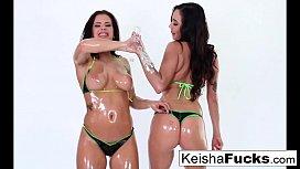 Brunette babes Keisha and...