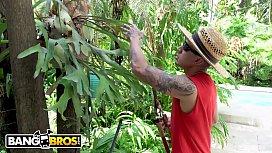 BANGBROS - Gardener Bruno Dickemz...