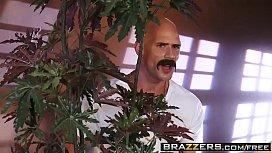Brazzers - Dirty Masseur - Katie...