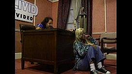 Metro - Blondes - scene 2