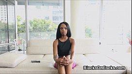 Sporty black amateur beauty...