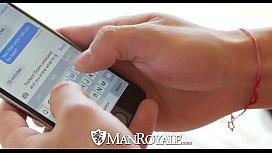 ManRoyale Sexting blinde folded...