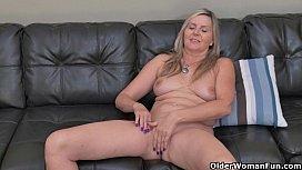 Blonde milf Velvet Skye...