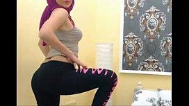 Arab girl shaking ass...