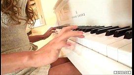 Melanie Rios - Piano / Bath...