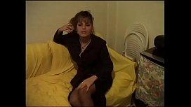Bellissima francesina si masturba e spompina il cameraman