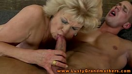 Amateur mature granny gets...