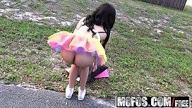 Mofos - Stranded Teens - Ebony...