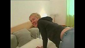 Loira alta - Tall Blonde...